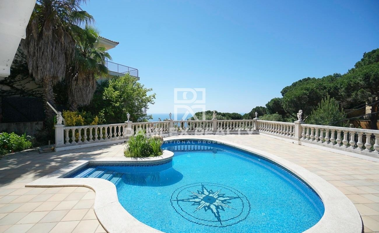 Villa with pool and sea views in the Roca Grossa urbanization, Lloret de Mar