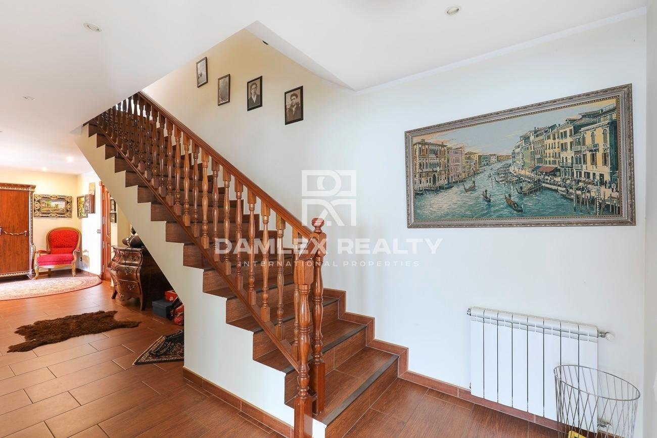 Villa on a large plot in a quiet urbanization surrounded by nature.