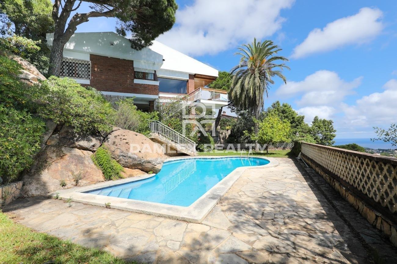 House with panoramic sea views in Roca Grossa urbanization