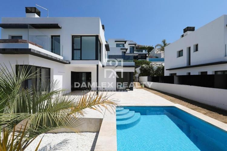 New house in second line of the sea in L`Escala