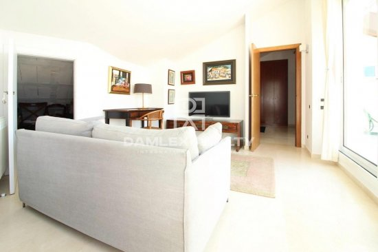 Duplex with sea views in closed residential complex