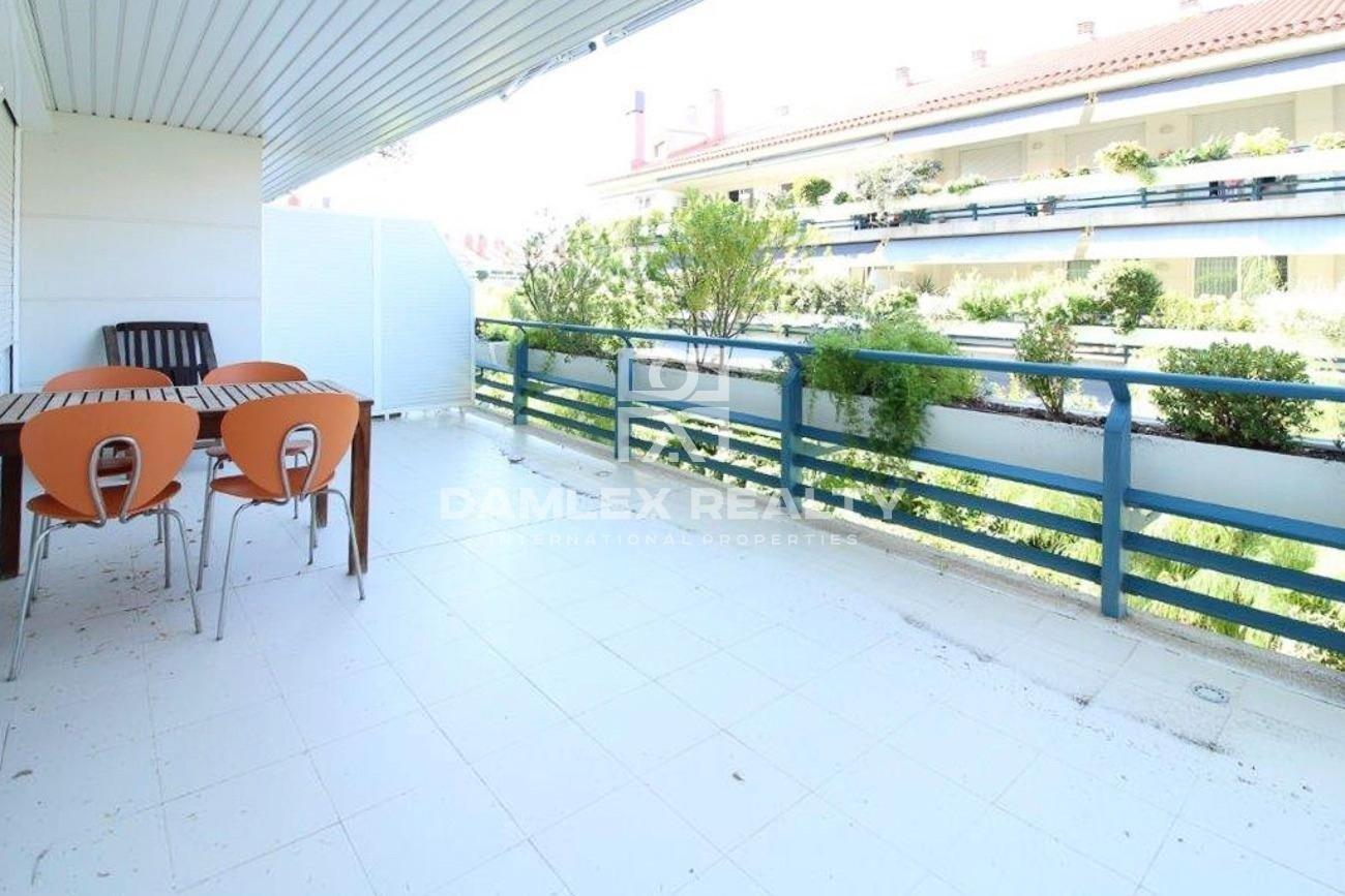 Apartment in a residential complex on the seafront.