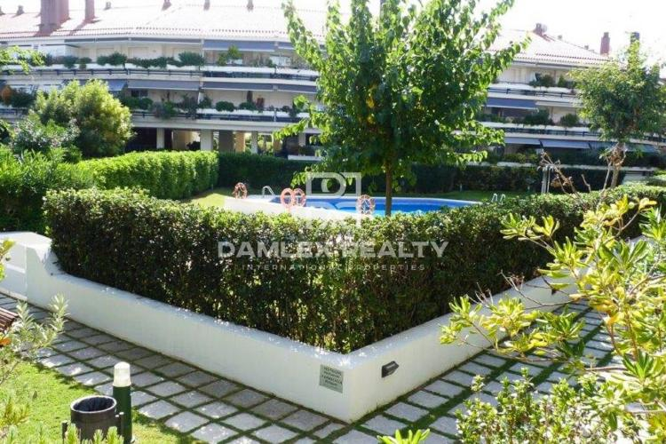 Apartment with private garden in a closed residential complex.