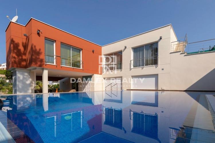 Luxury modern house in La Montgoda