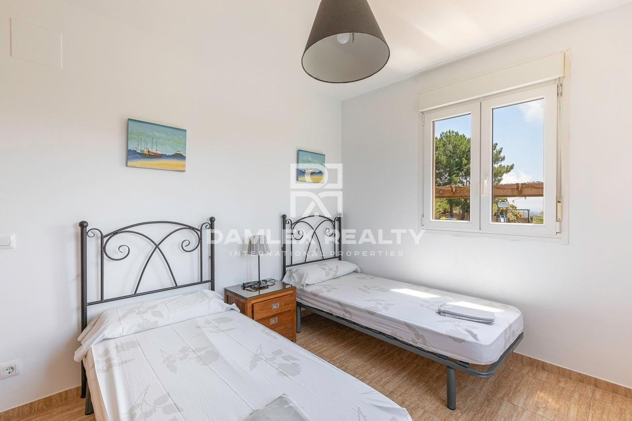 Lovely villa with sea views and moutain views