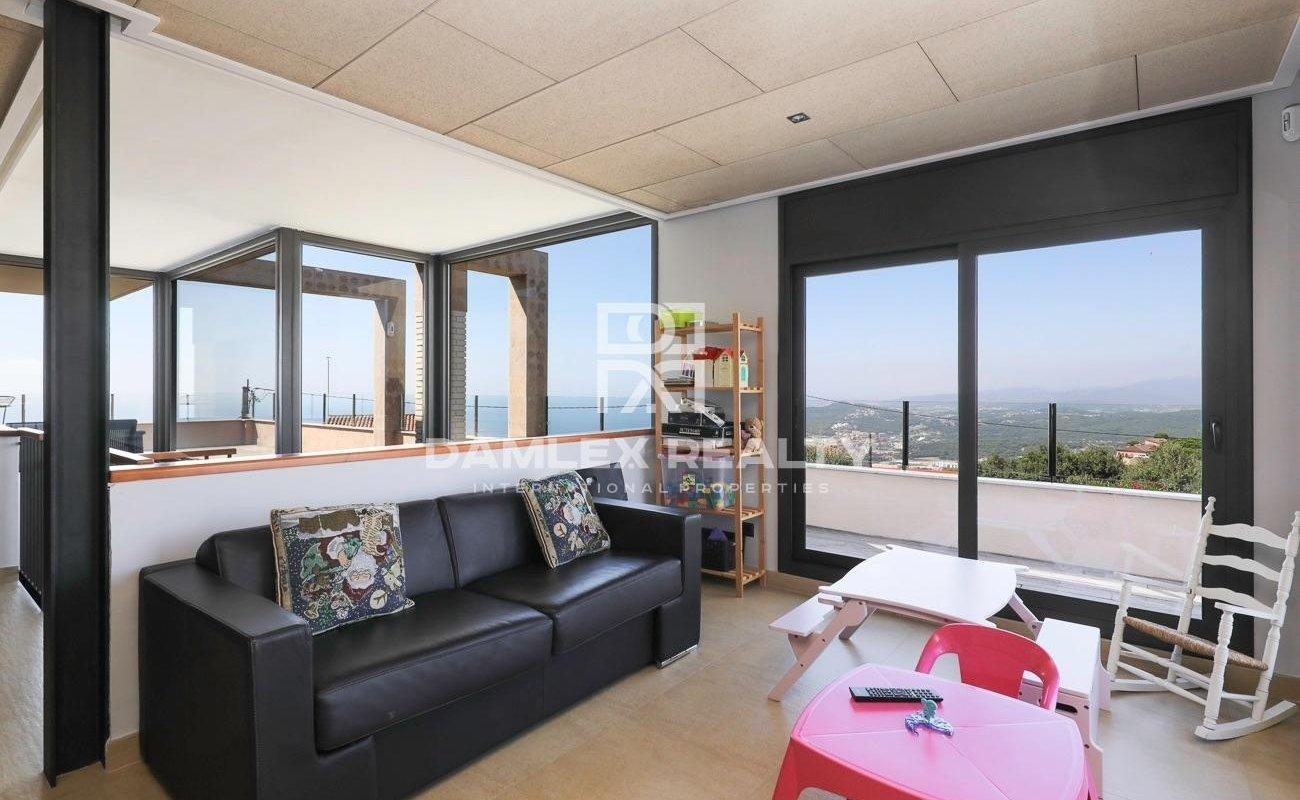 Modern designed villa with sea views