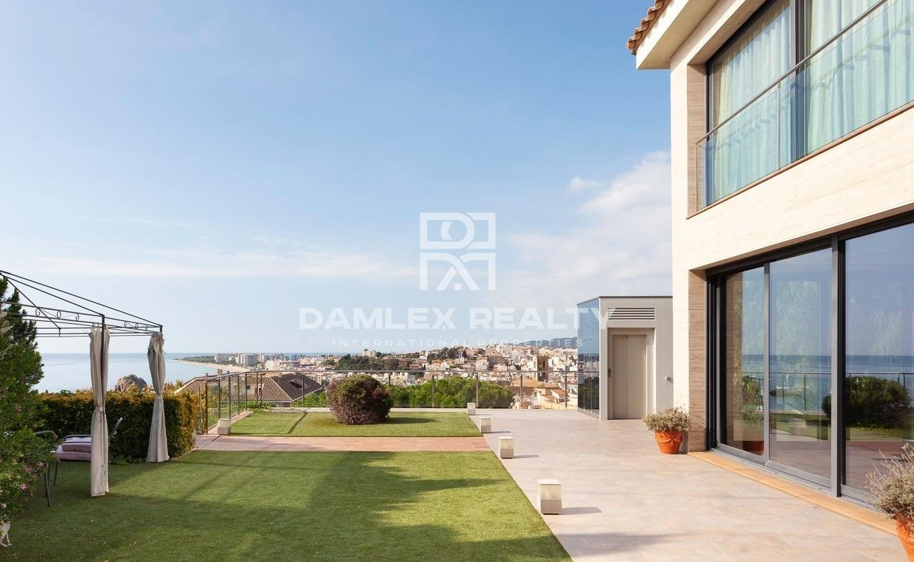 Luxury villa with sea views in Blanes