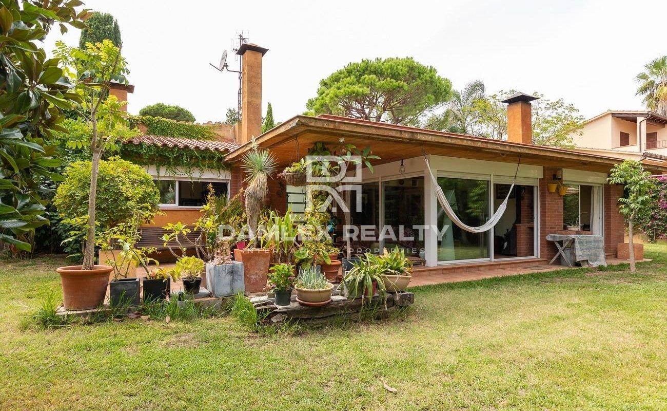 House near the beach in the urbanization Cala Sant Francesc