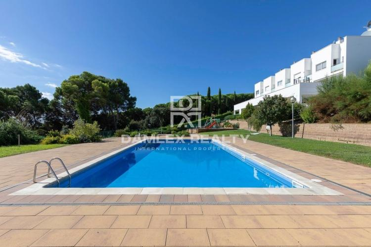 Townhouse in an elite complex near the Sa Boadella beach