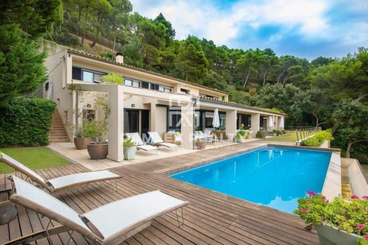 Luxury villa in the most picturesque place on the Costa Brava