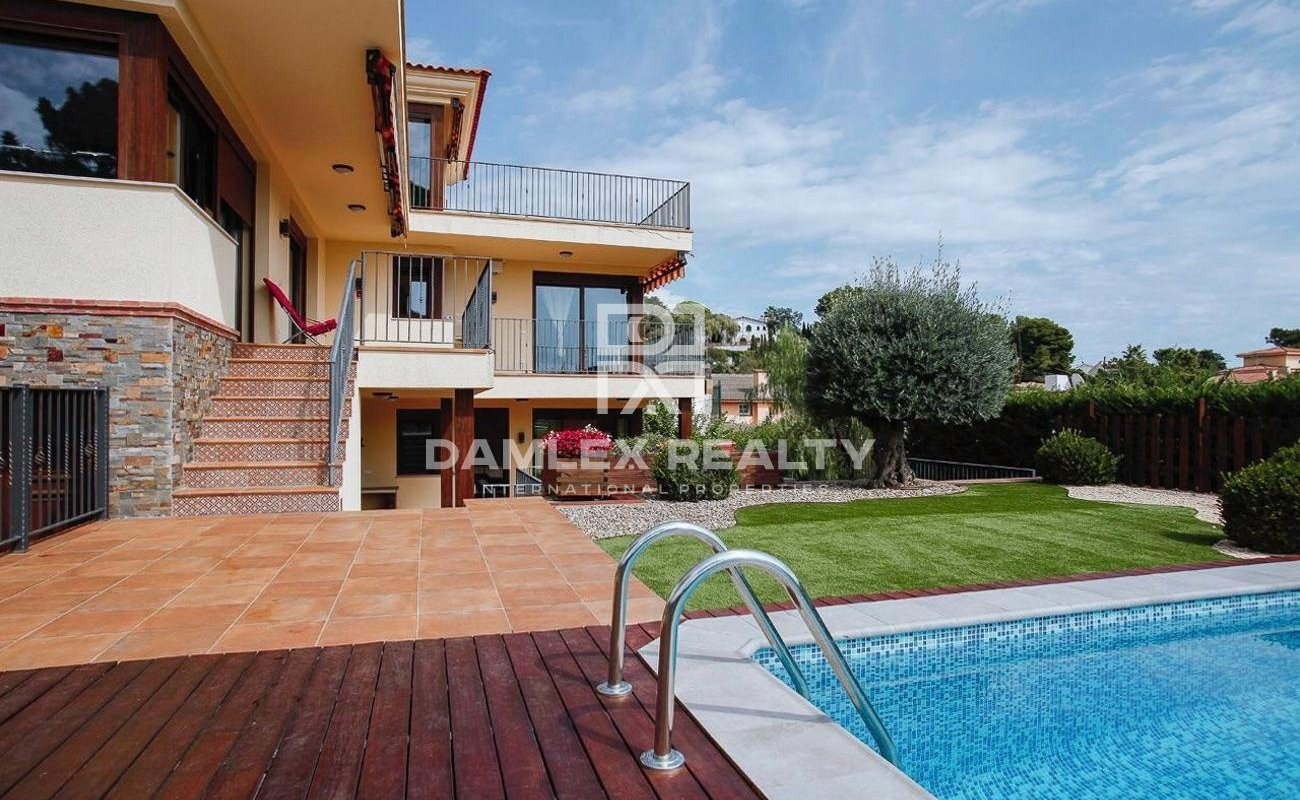 Spacious Mediterranean style villa with sea views, built in 2016