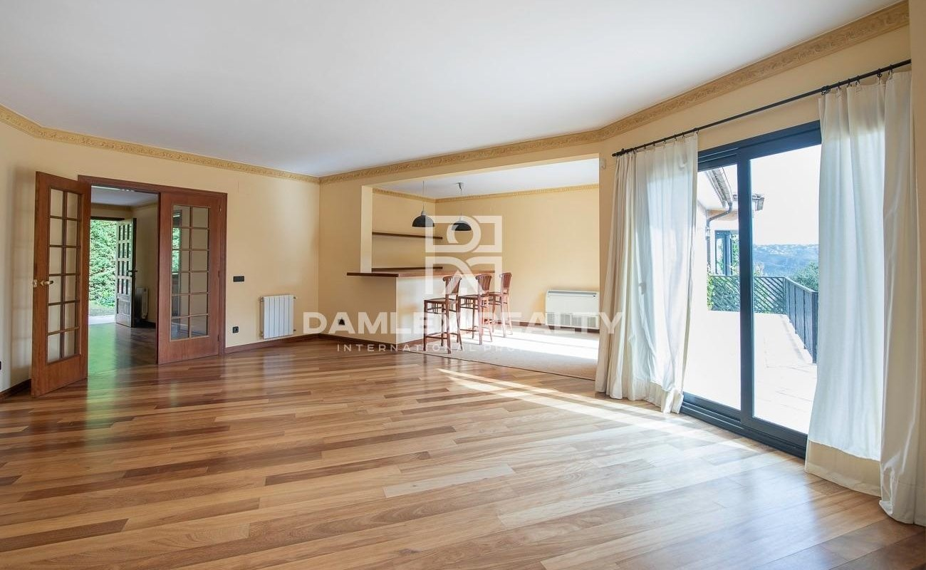 Stylish villa in the urbanization Golf Santa Cristina