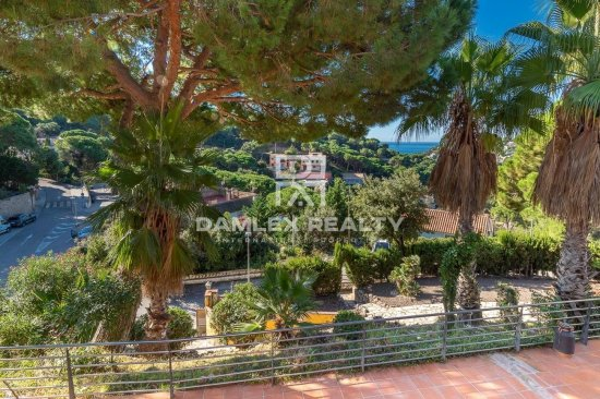 Villa with sea views in Lloret de Mar near the beach