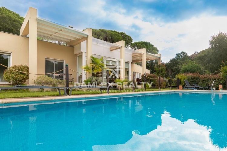Modern villa in the urbanization Golf Santa Cristina d`Aro