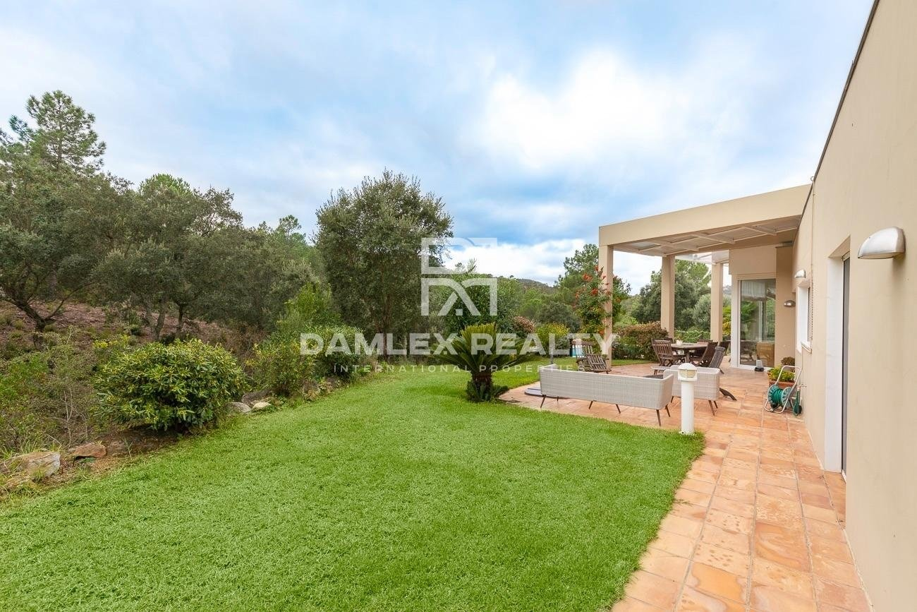 Modern villa in the urbanization Golf Santa Cristina d`Aro