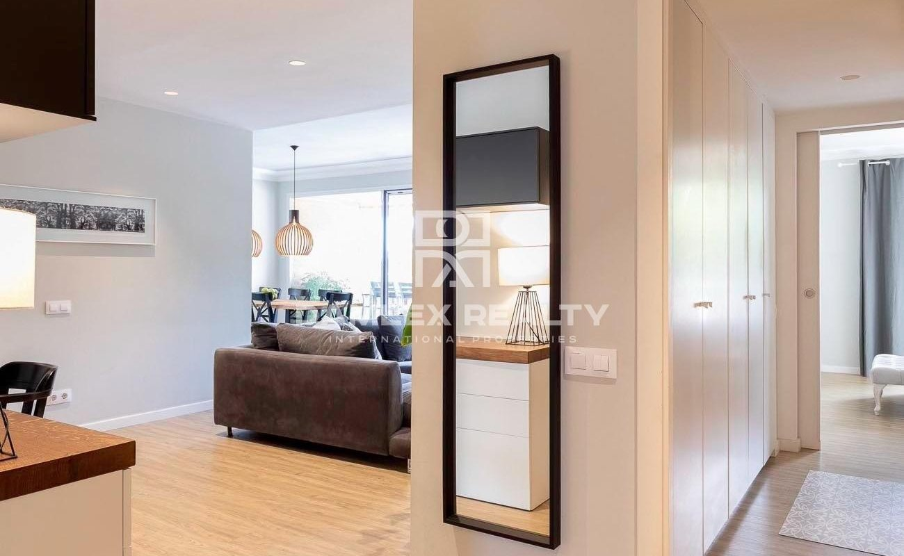 Renovated design apartment and large terrace on the seafront in Barcelona