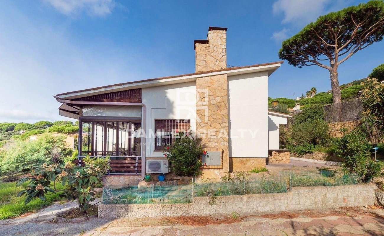 Impressive detached house built on 2 plots