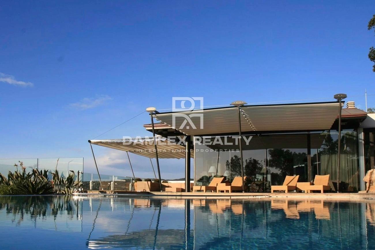 Modern new villa with sea views