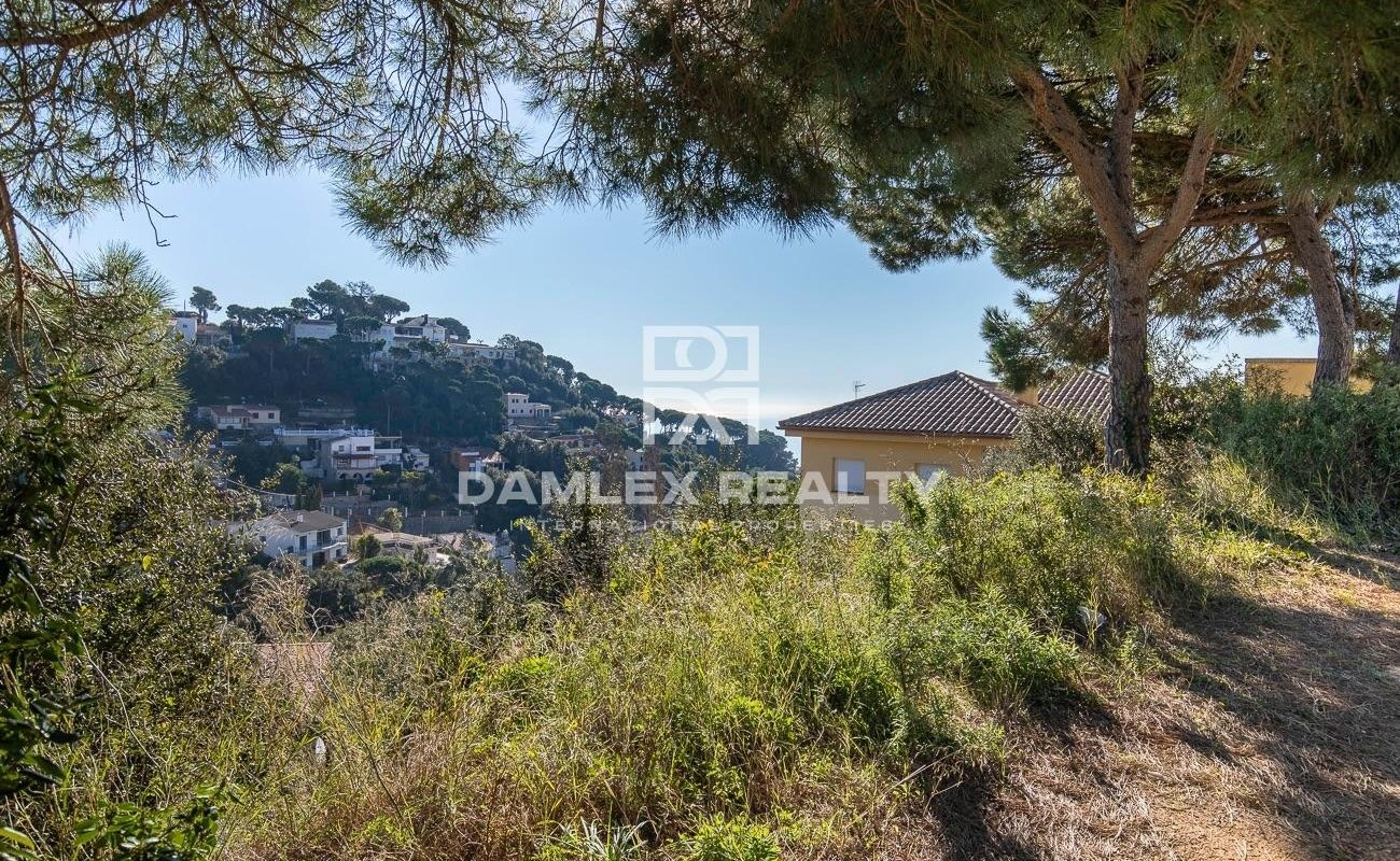 Plot of land 900 m2 in the urbanization Serra Brava for the construction of individual house