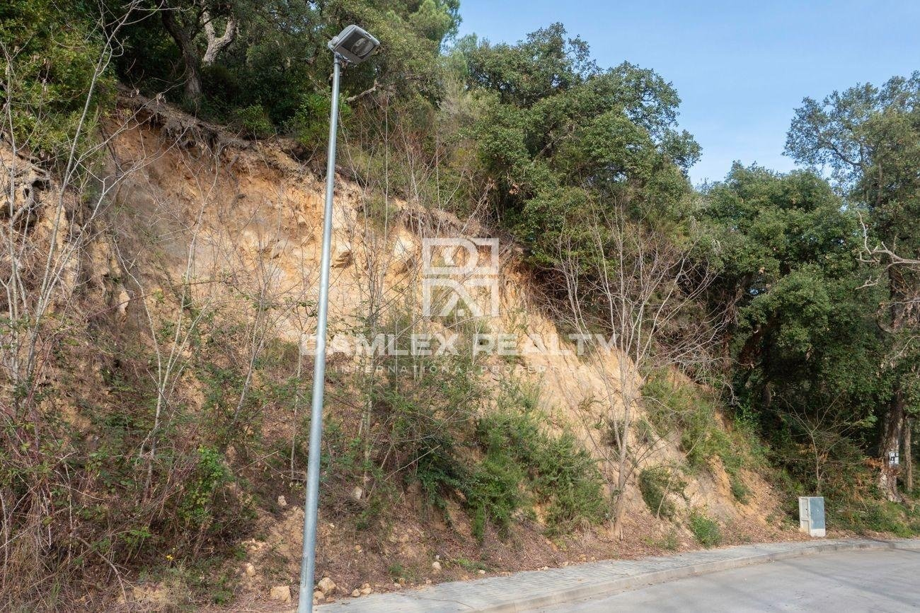 Plot of land for the construction of an individual house in Lloret de Mar
