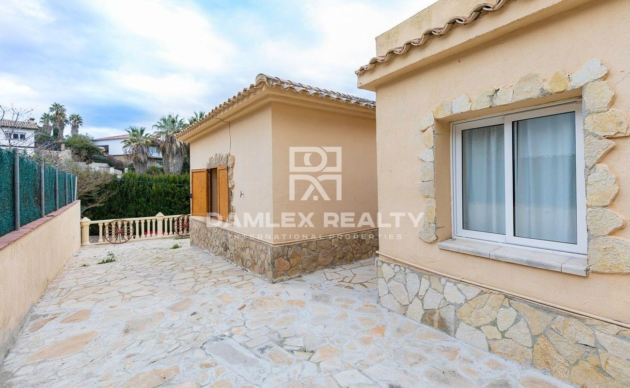 VERY NICE HOUSE CLOSE TO THE SEA WITH TOURIST LICENSE