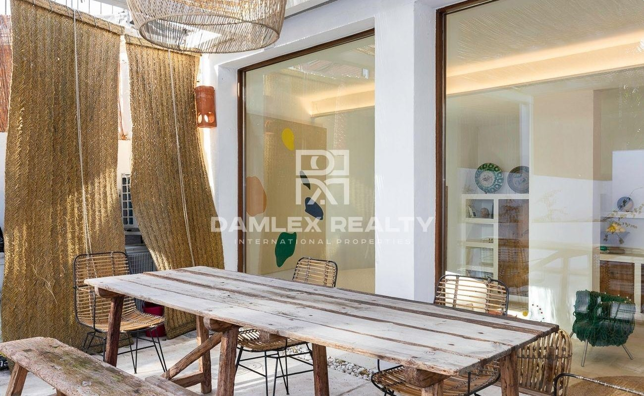 Splendid loft renovated in a contempory style located in the heart of Calella de Palafrugell