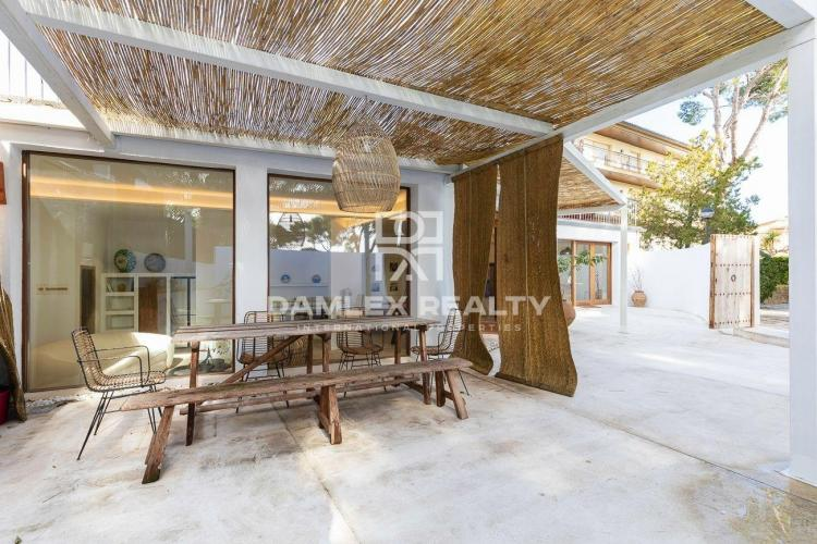 Splendid house renovated in a contempory style located in the heart of Calella de Palafrugell