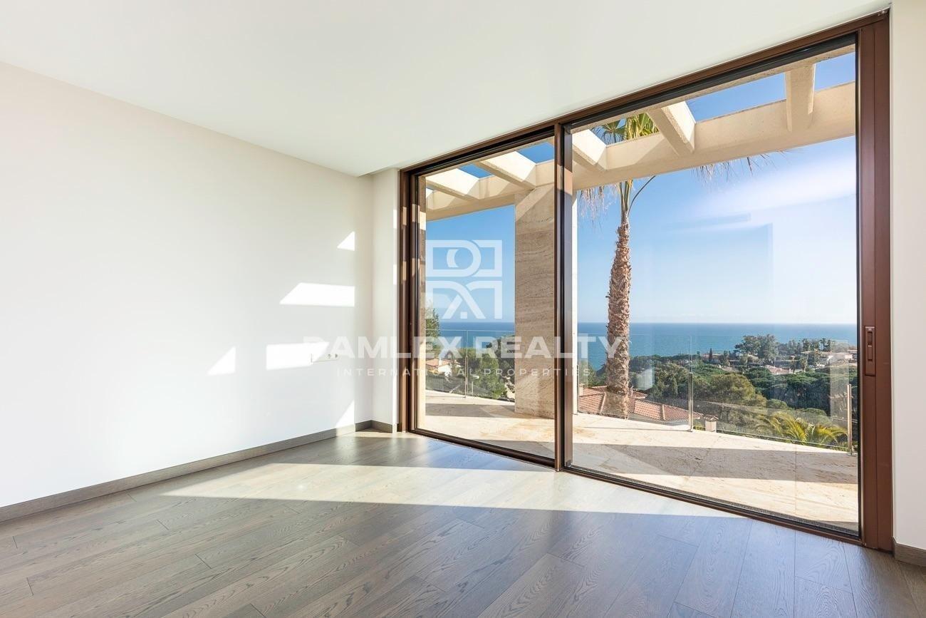 Luxury villa with panoramic sea views, in the luxury urbanization Cala Sant Francesc