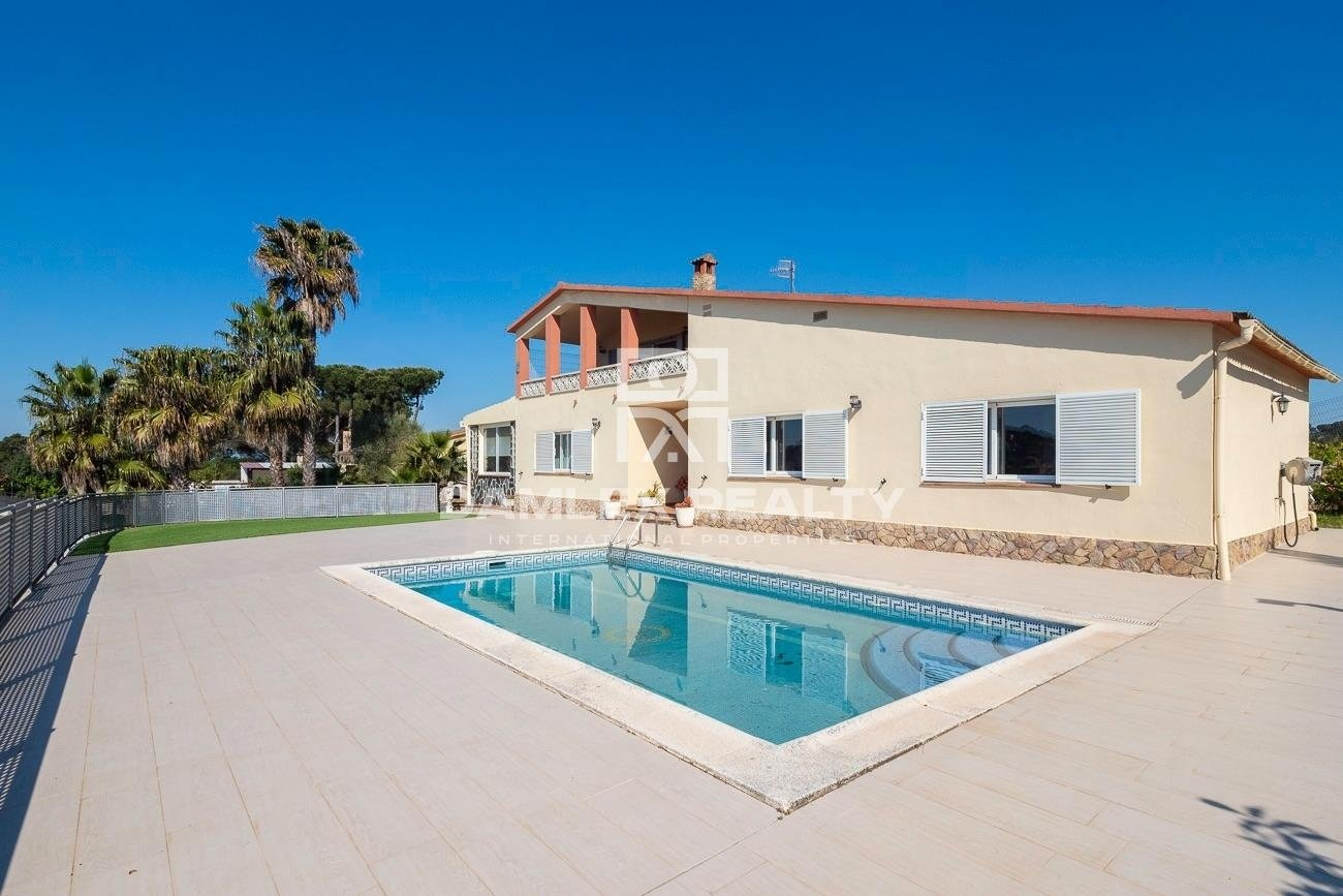 Very nice house in Lloret de mar, with a beautiful view of the mountains.