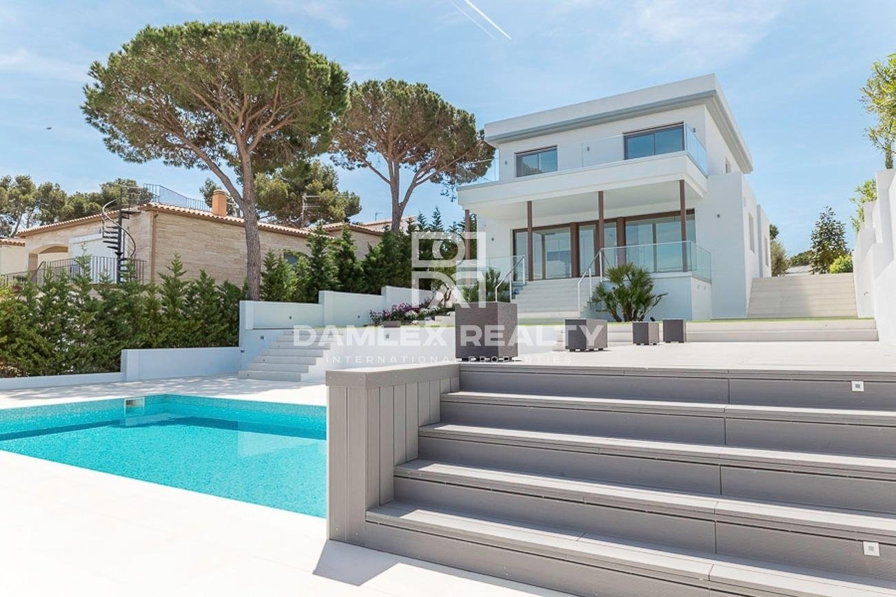 New villa 500 meters from the beach