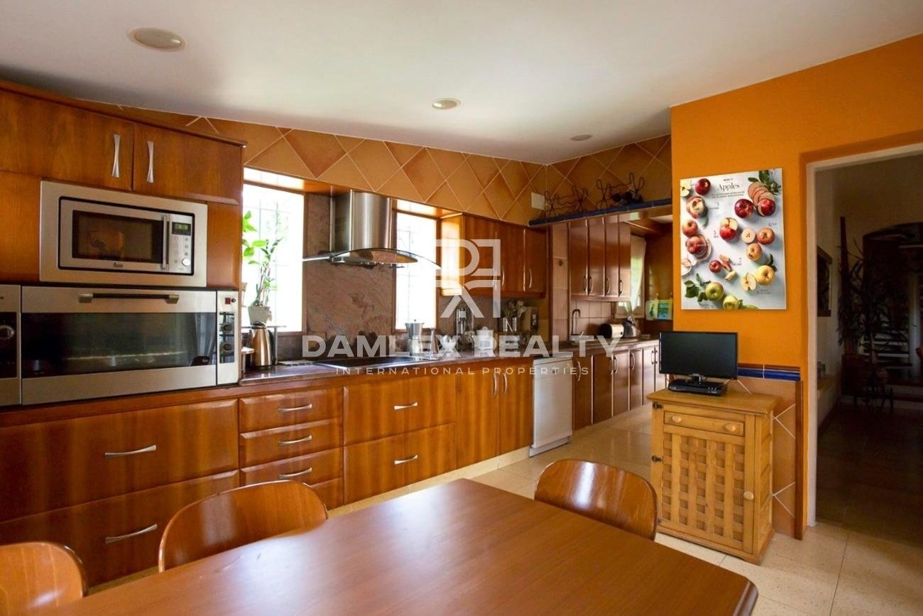 Very beautiful Mediterranean-style house located in Cala Canyelles
