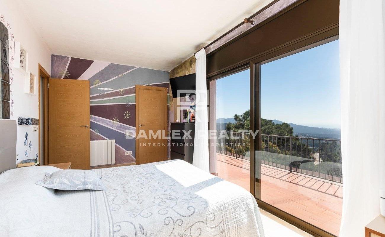 Villa with sea views in the urbanization Lloret Blau