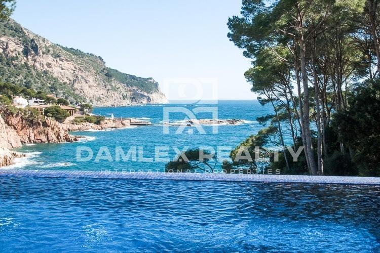 Luxury villa near the sea in Costa Brava