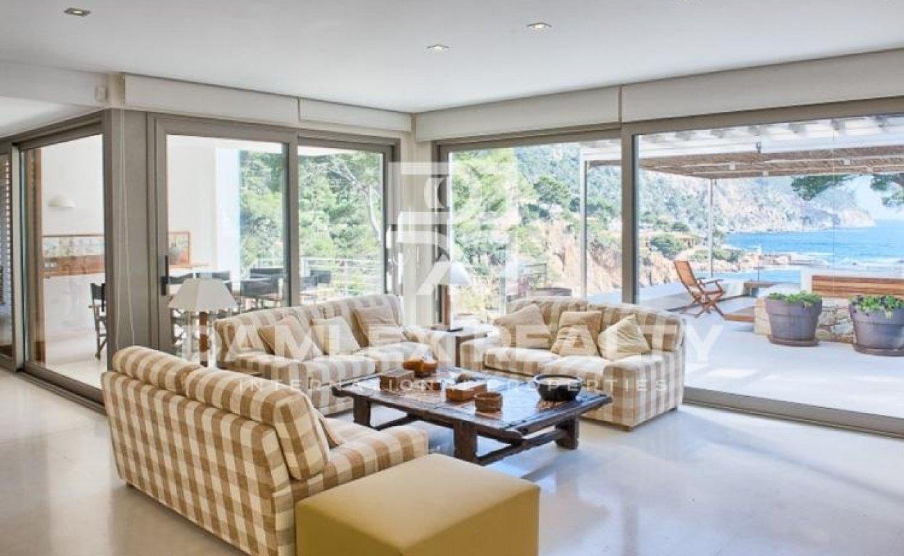 Luxury villa near the sea in Costa Brava