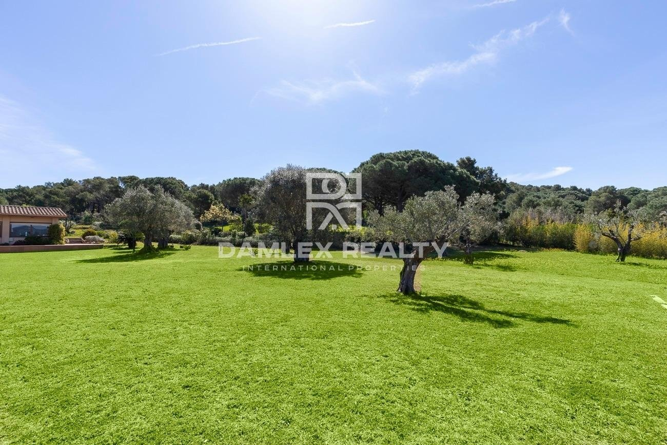 Exclusive property within walking distance to the best beach of the Costa Brava