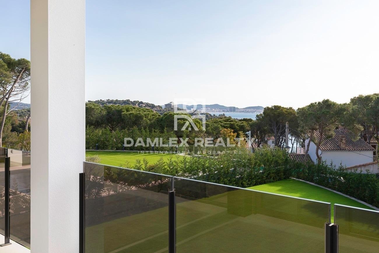 Magnificent modern design villa near the beach