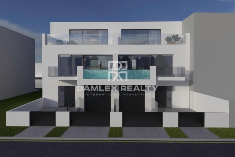Two modern villas on the Grand Canal in Empuriabrava