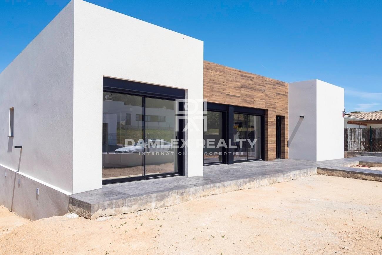 Newly built modern house in Santa Cristina de Aro
