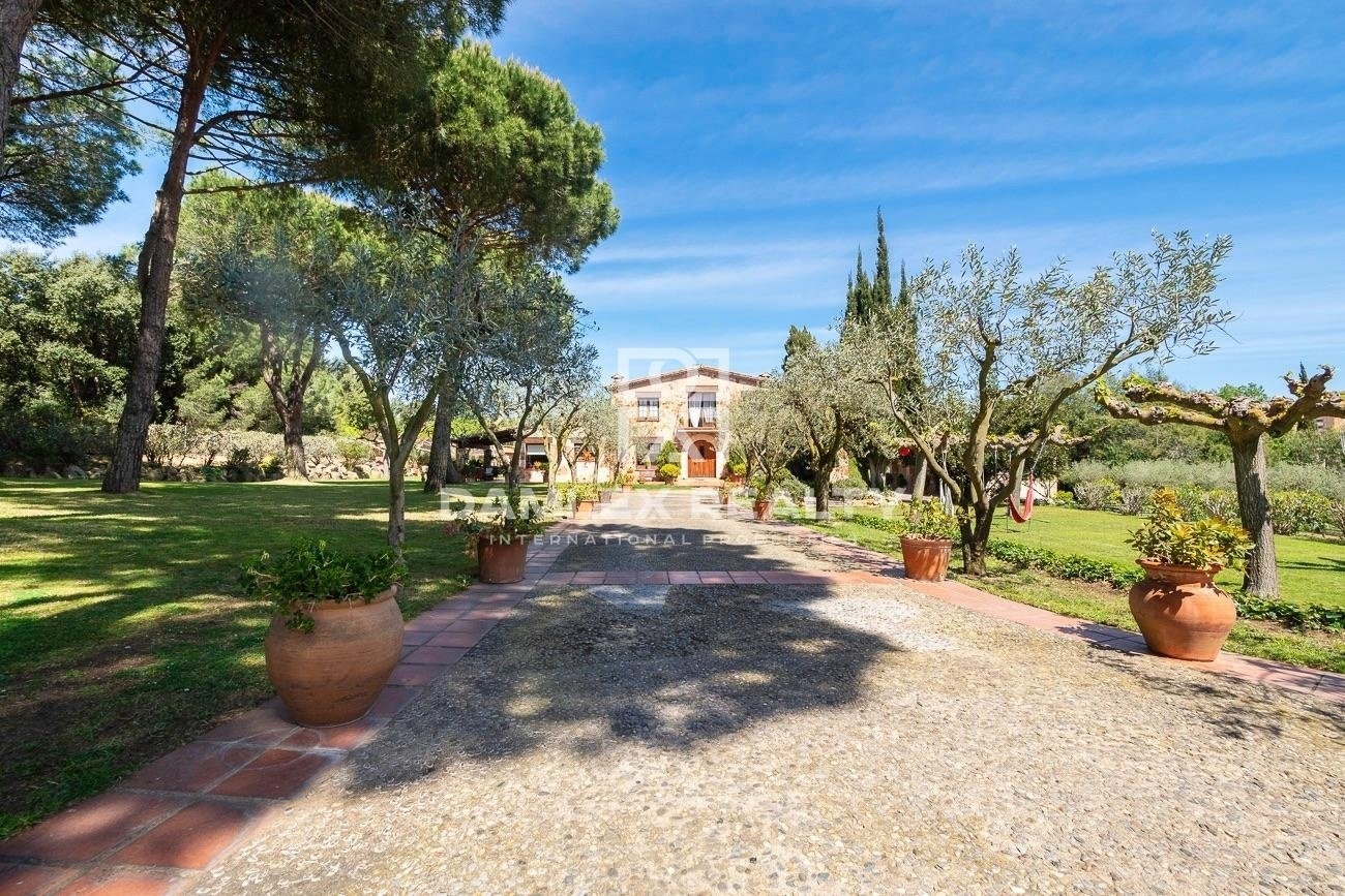 Magnificent 19th century farmhouse 20 minutes walk from the beach of Sant Feliu de Guixols
