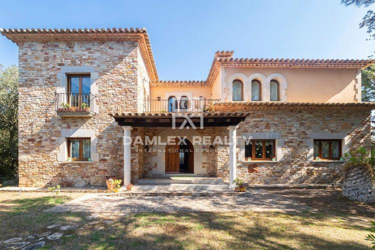 SPECTACULAR MASIA WITH SEA VIEW!