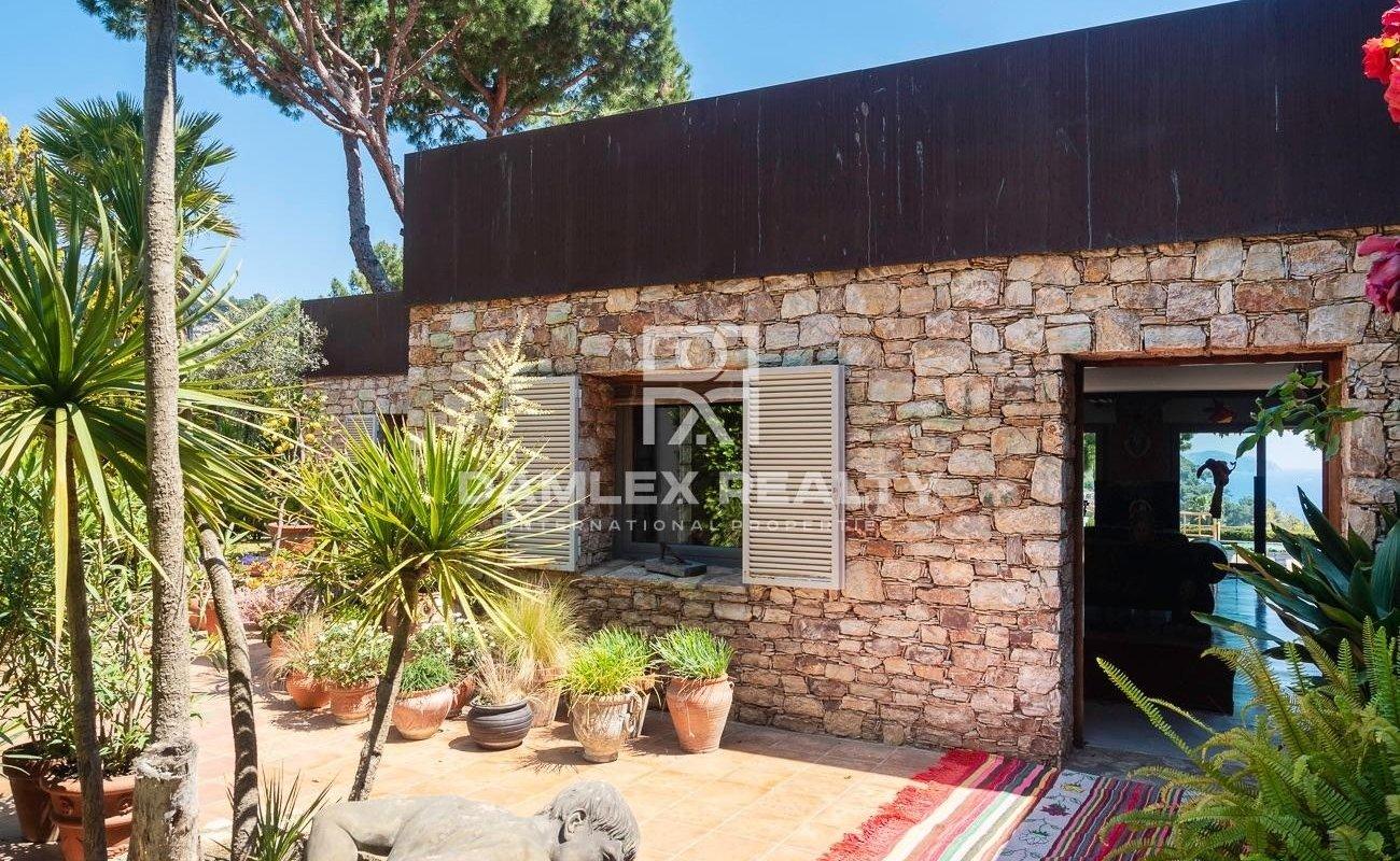 Elegant villa near the beach in the prestigious Cala Sant Francesc urbanization