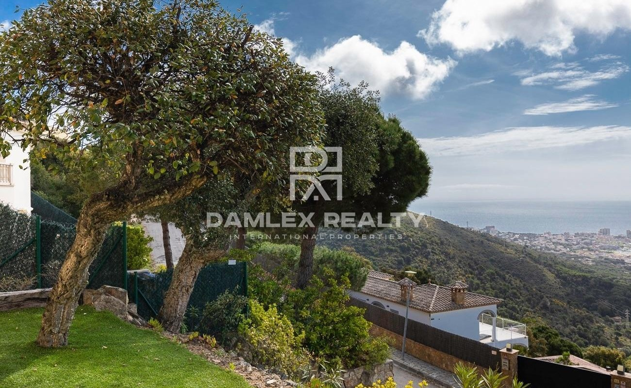 Exceptional villa with incomparable panoramic sea view
