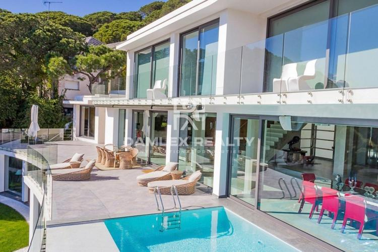 Villa class luxury in the suburbs of Barcelona with panoramic sea views