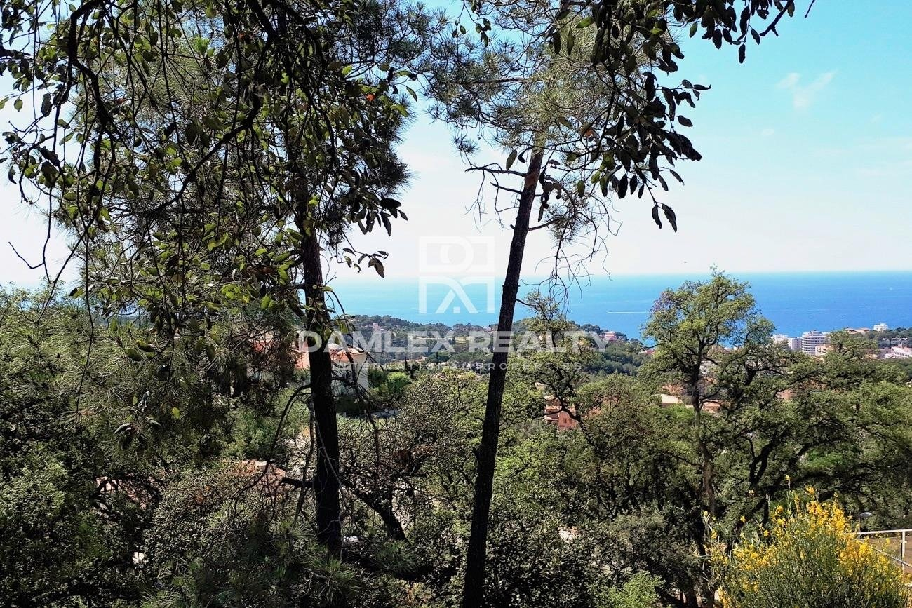 Plot with sea view in Normax