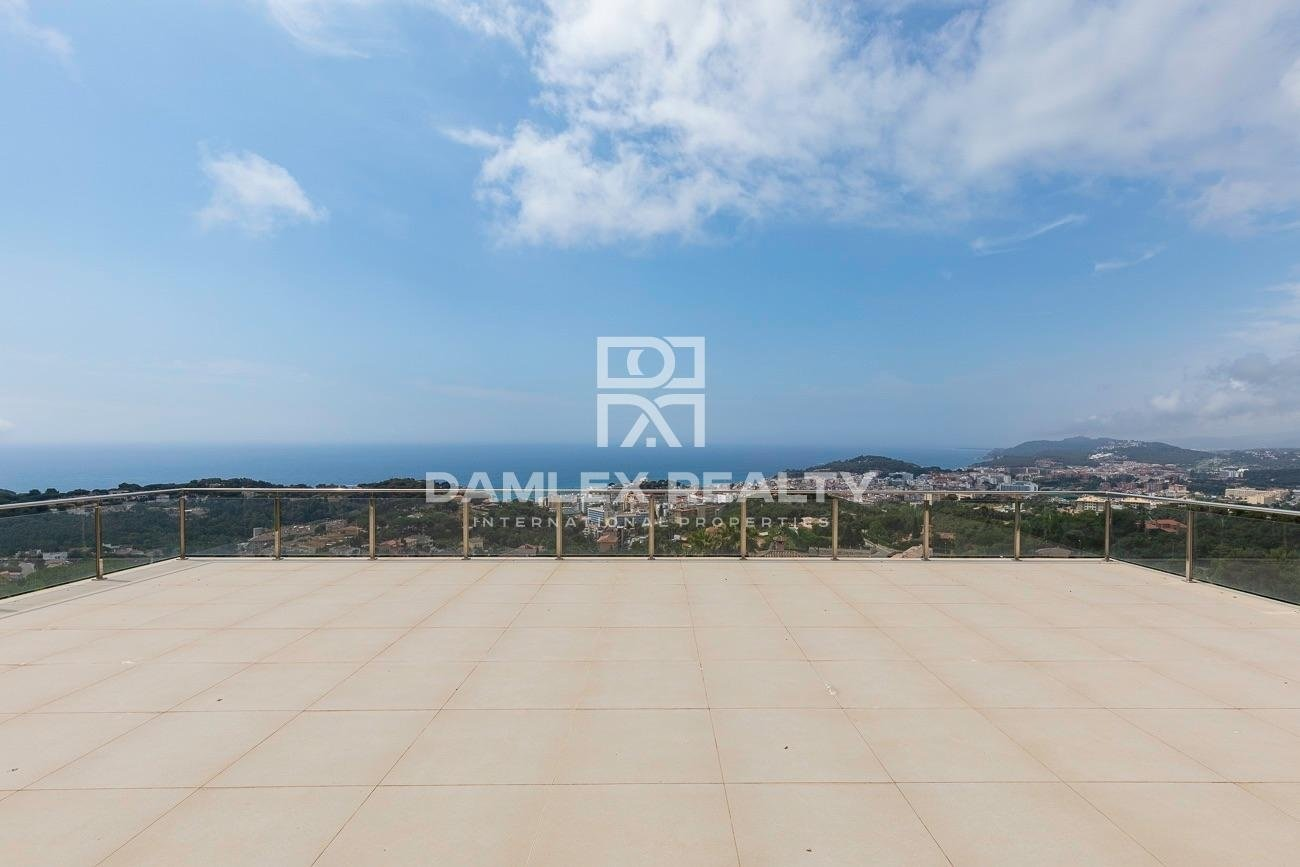 New modern villa with panoramic sea views in Lloret de Mar