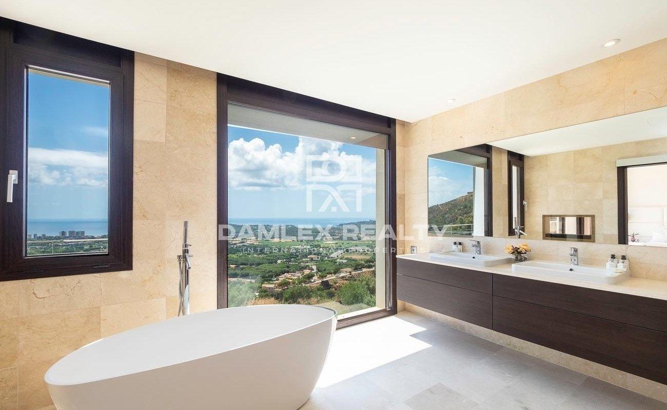 New luxury villa with panoramic sea views