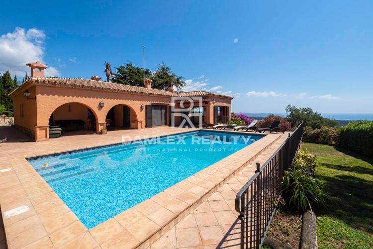 Villa with panoramic sea views in the urbanization Mas Nou