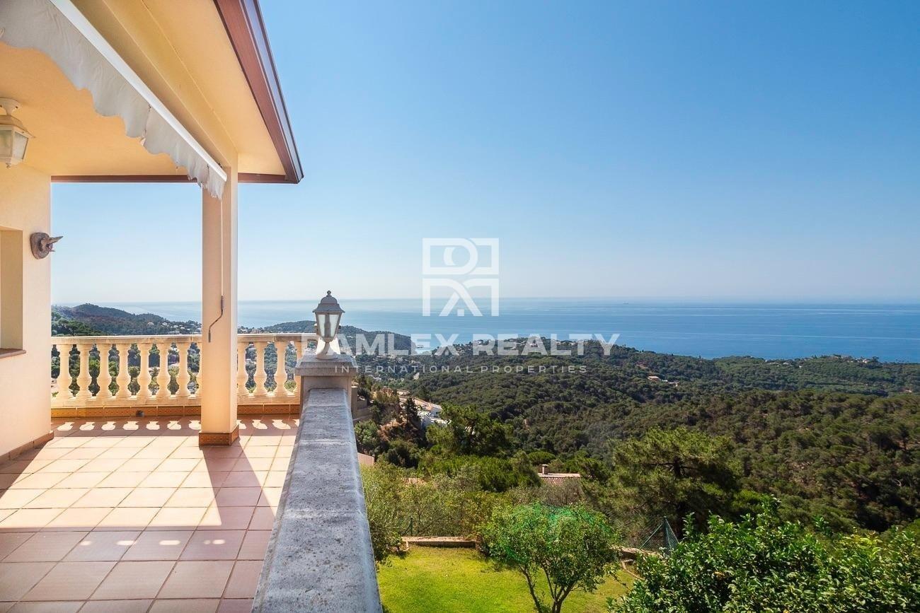 House with panoramic sea views in the Serra Brava urbanization