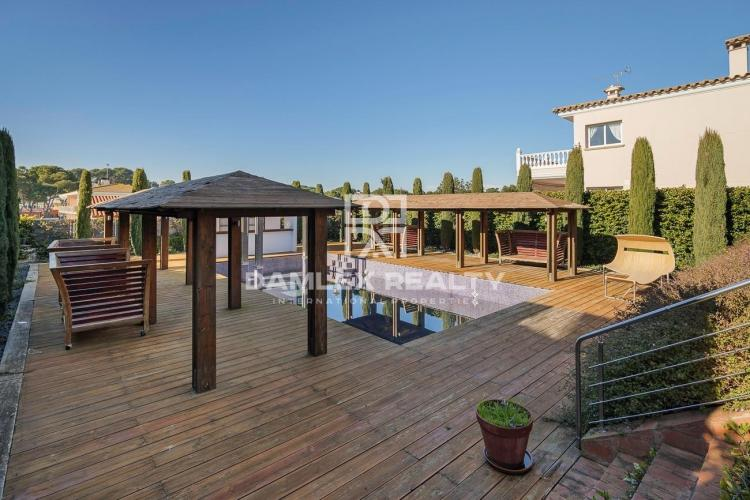 House located in the prestigious residential area of