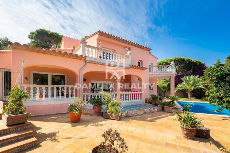 Mediterranean Villa with Sea View, Close to Sant Pol Beach